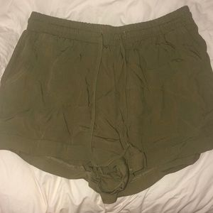 Adorable army green shorts! Comfortable and cute!
